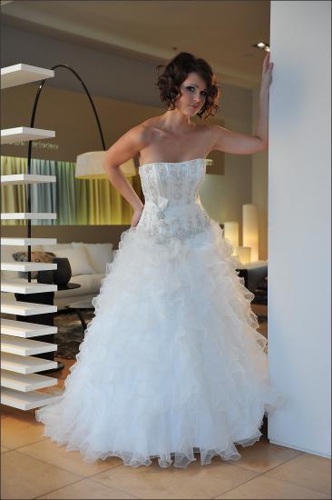Svatební šaty - ARABES - Plesové šaty AKCE 1238ab8f50