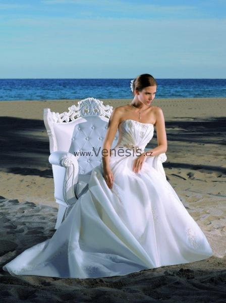 08874f5ac43 Svatební šaty Divina Sposa ve VENESIS. Svatební šaty COURTNEY svatební  salon VENESIS